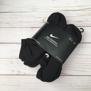 NWT Nike Everyday Black Socks